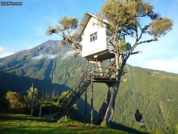Coolest tree house in the world funny pictures 1321 pic 6 for Casa del arbol cuenca